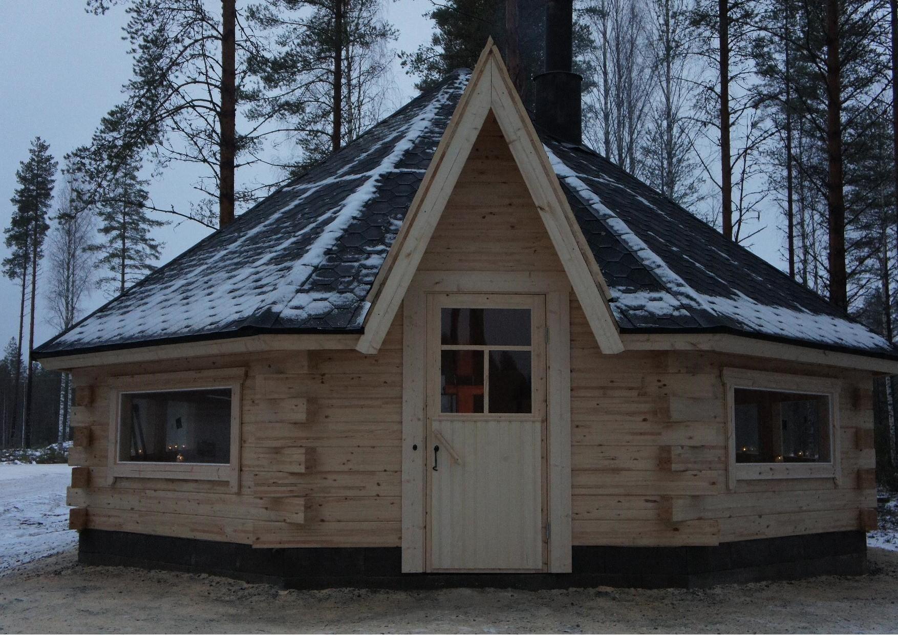 Jukolan Motin kodan sisäänkäynti, jonka ovenpäällystä tulee koristamaan Rukajärven rintaman tunnus.