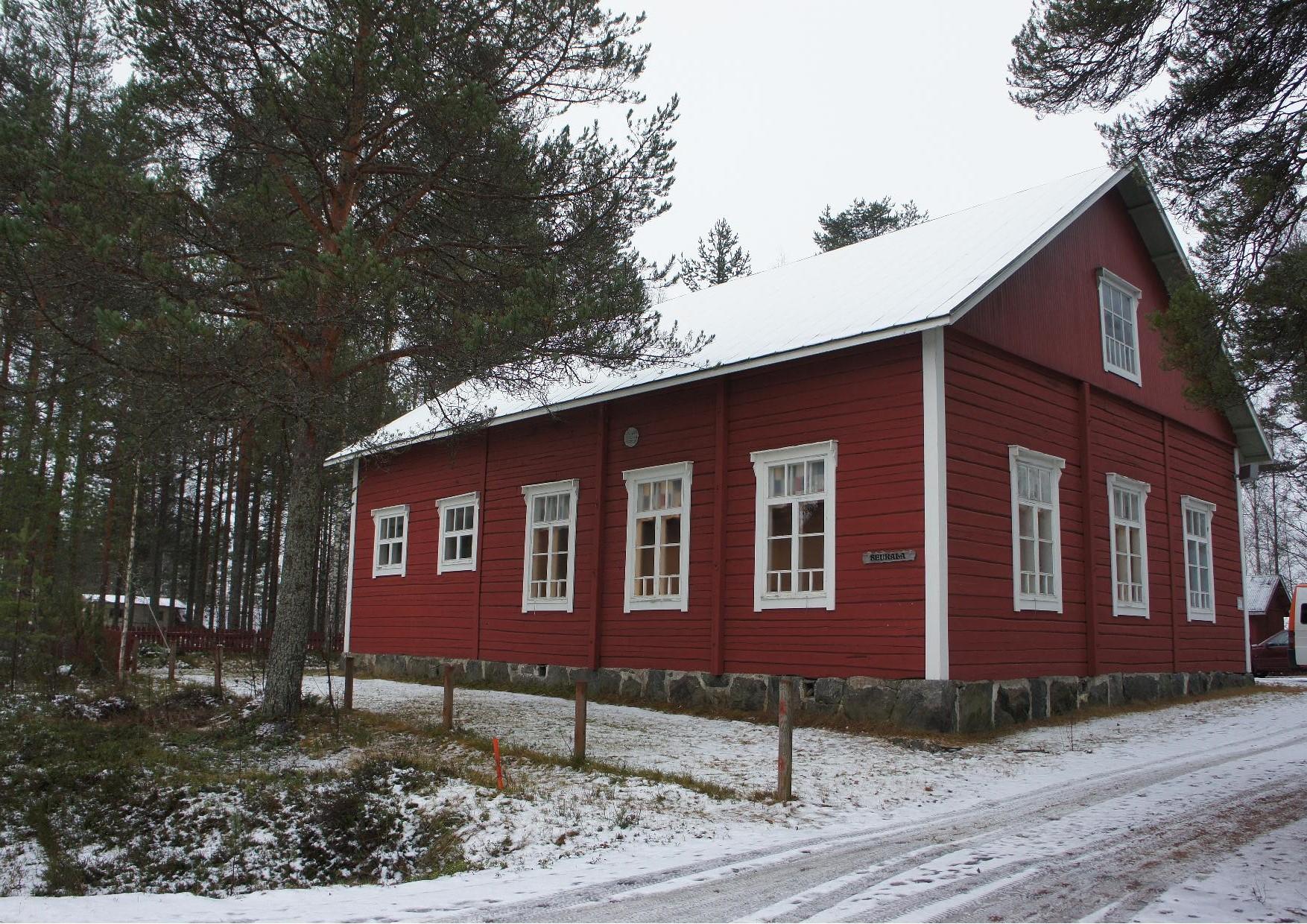Seurala. Nurmijärven kylällä Rukajärven tien varrella, jossa avataan 30.11.2014 klo 13.00 pysyvä Rukajärven tien valokuvanäyttely.