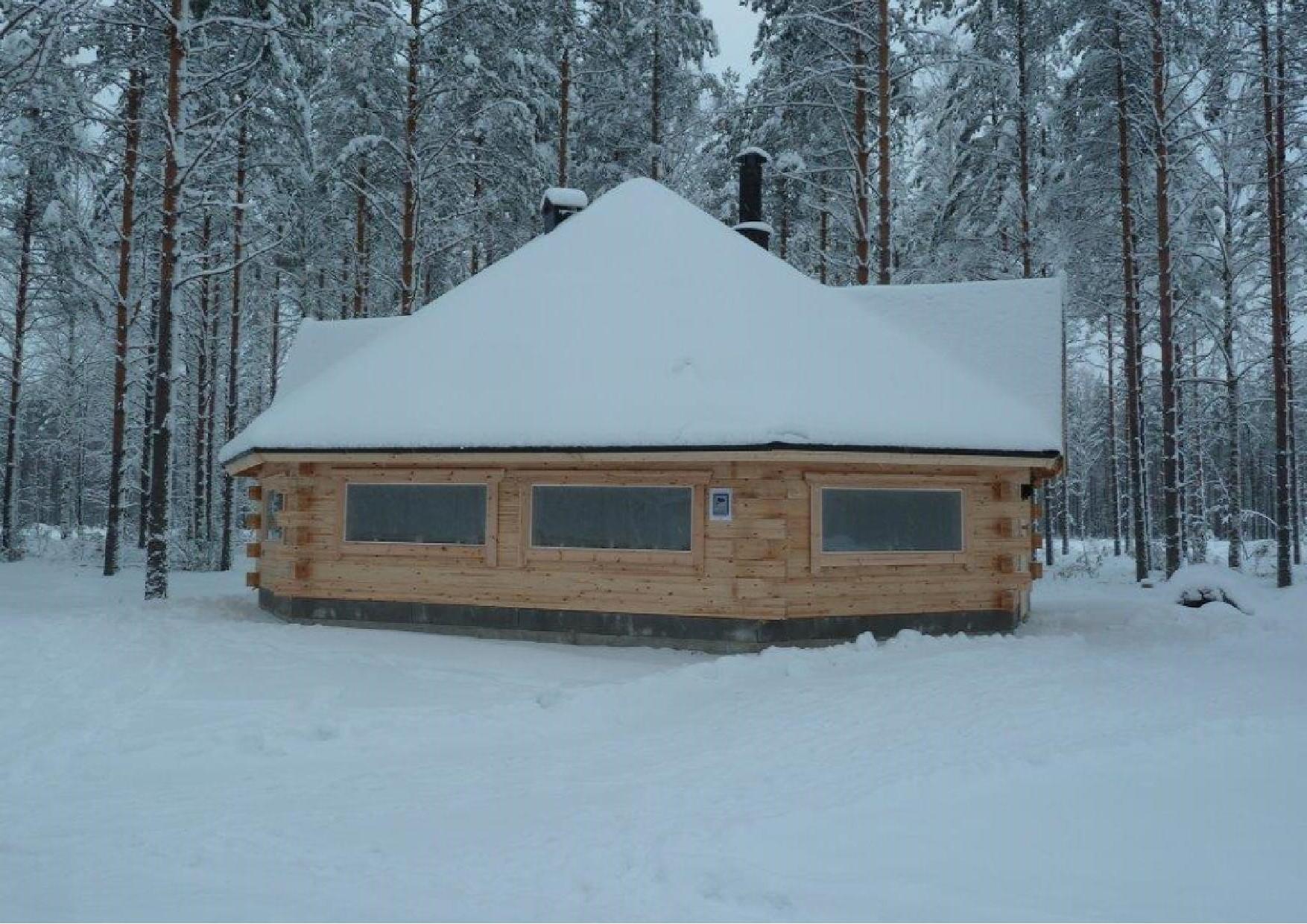 Hannu Huuskonen ja Mauri Mönkkönen kävivät Joulun aattona Jukolan motti -pirtillä. Jukolan motissa on lunta reilut 30 cm. Kuva on heidän ottamansa.