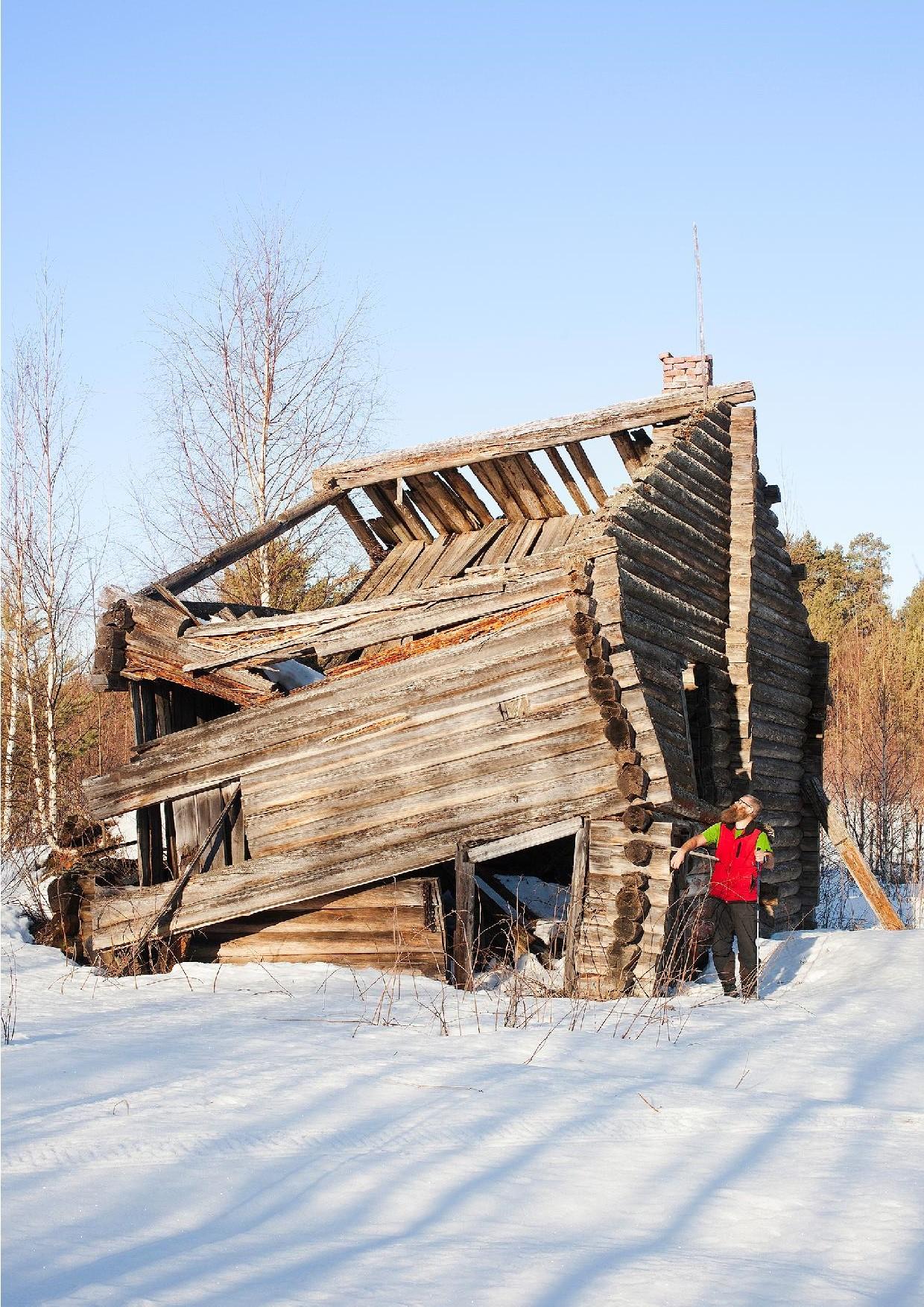 Lähes romahtanut karjalaistalo Pölkkylän kylästä