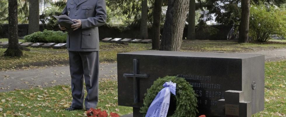 Rajakapteeni Tauno Oksanen kenraaliluutnantti E.J. Raappanan muistotilaisuudessa 14.9.2012