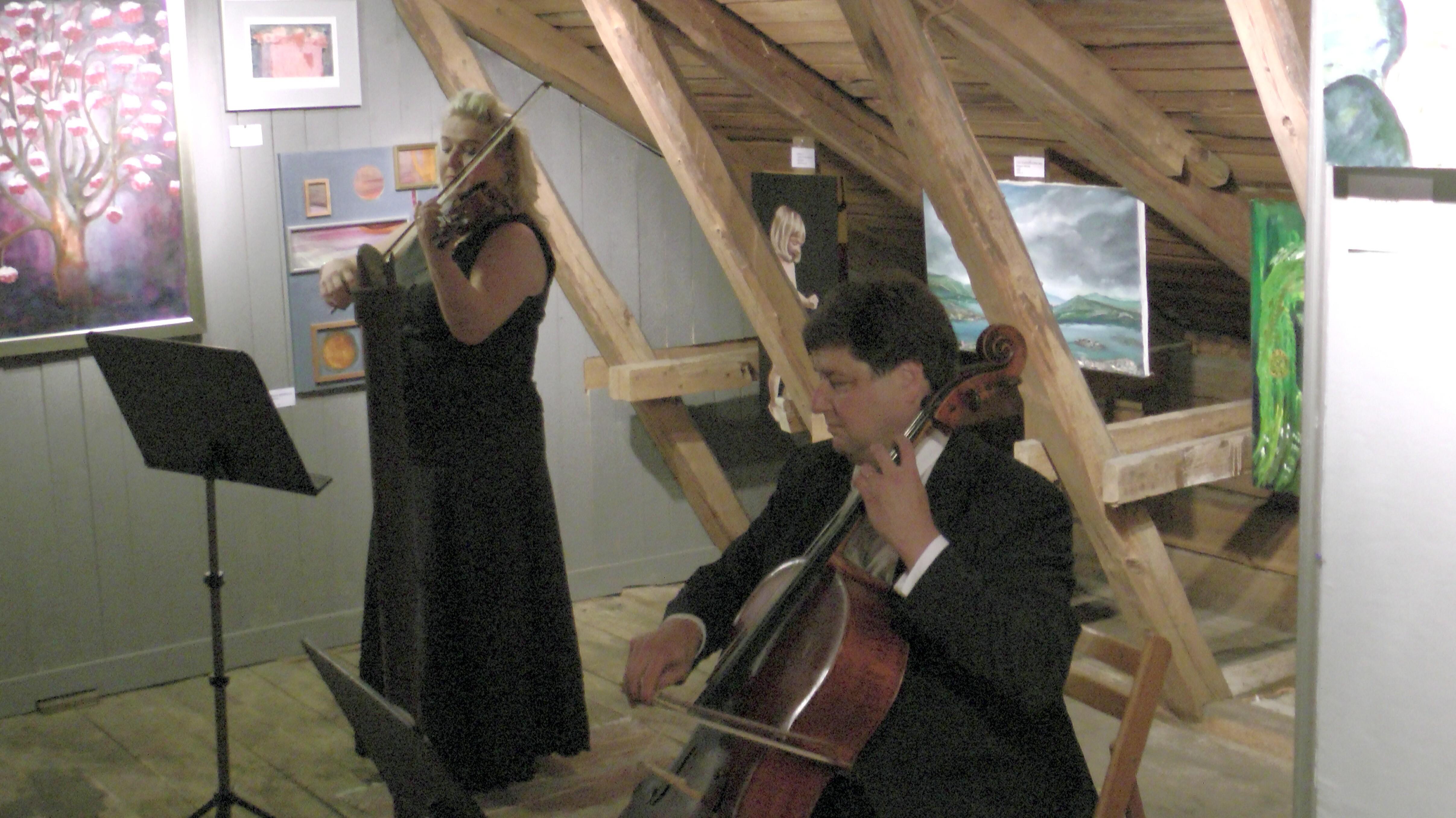 Timitran Linnan TalliGallerian illalliskonsertissa esiintyivät Susanna Mieskonen-Makkonen ja Matti Makkonen.