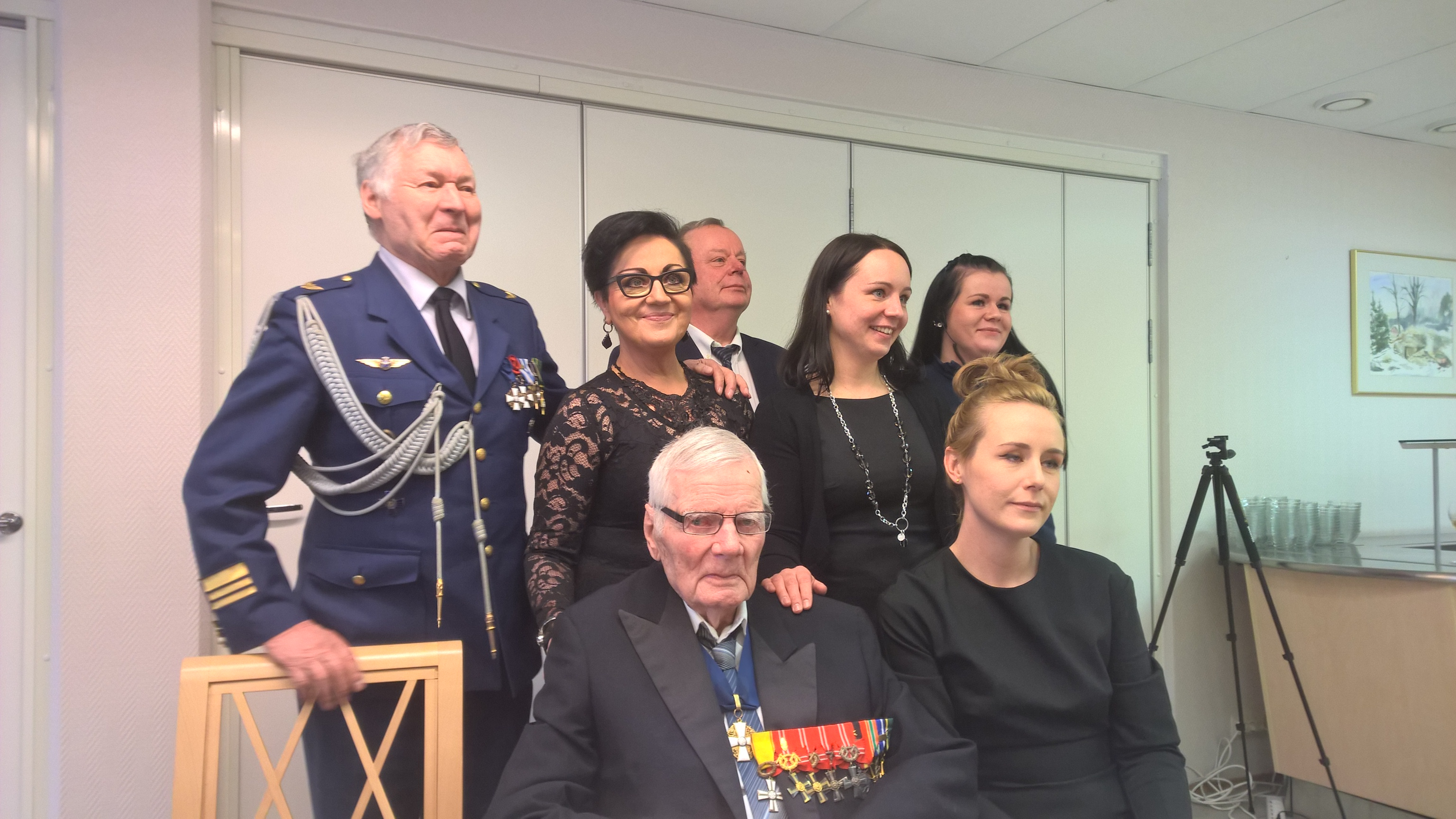 Pentin läheiset, Pekka Bergius, Aila ja Tapio sekä heidän tyttärensä Niina ja Petra ja Pentin vieressä Eerika.