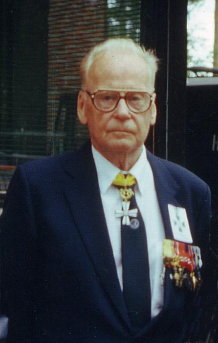 Kenraaliluutnantti Erkki Setälä (4.4.1917-27.5.2013). Kuva Pentti Perttulin arkisto, otettu Kajaanissa Rukajärven veteraanitapaamisen yhteydessä.