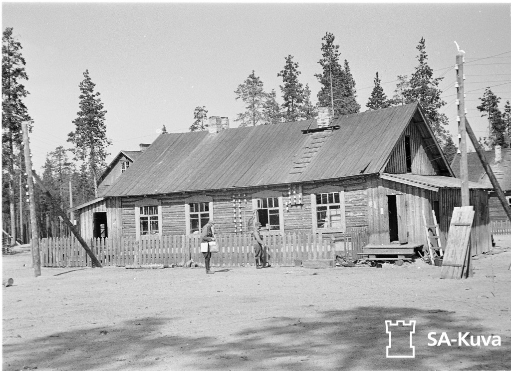 Tiiksin kylän puhelinkeskus Tiiksi  14.8.1941. SA-kuva, kapteeni E.J. Paavilainen,