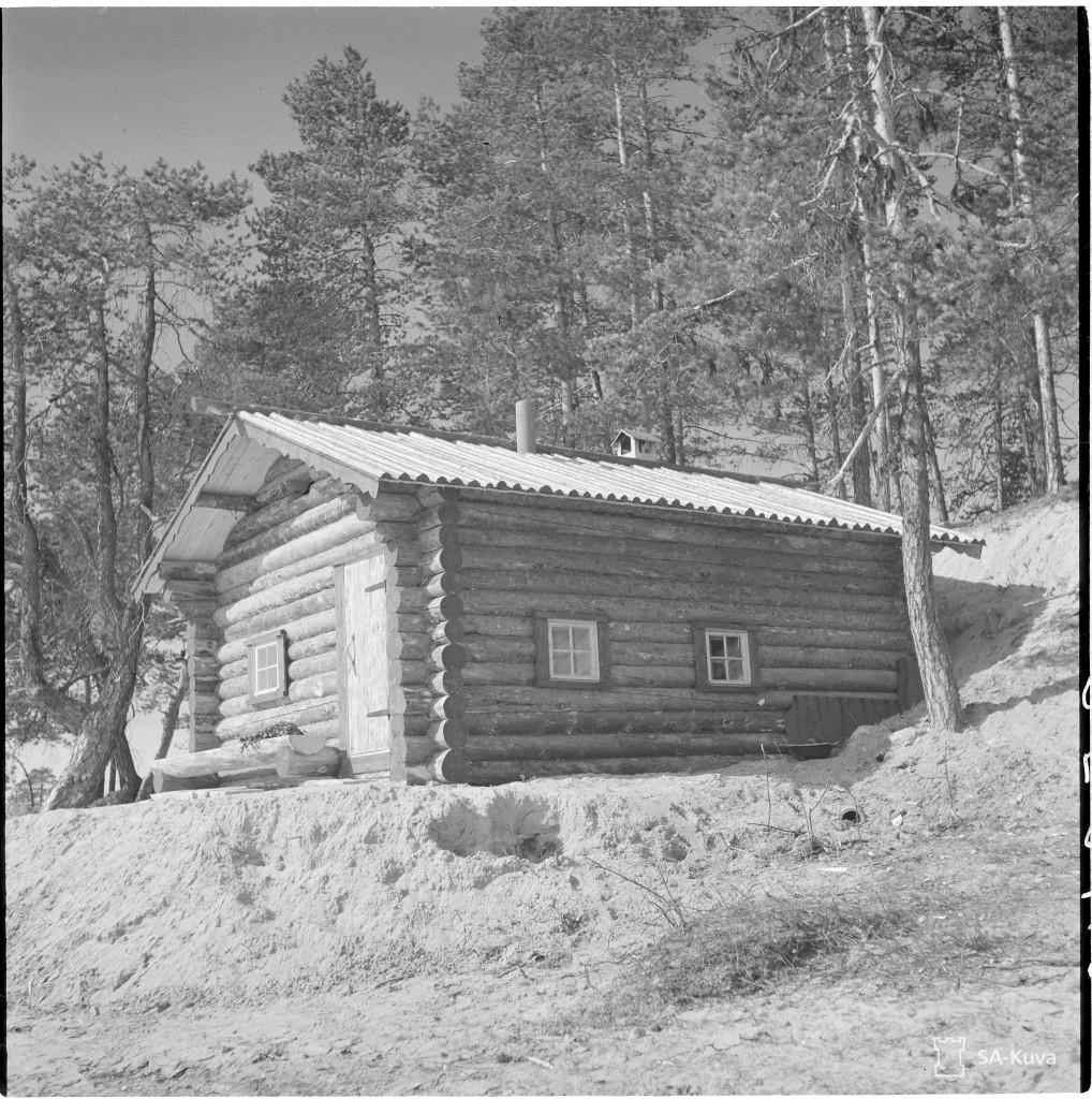 TK-kuvaaja. P. Jänis, Kenraali Raappanan sauna on arkkitehti Pitkäsen käsialaa. SA-Kuva.