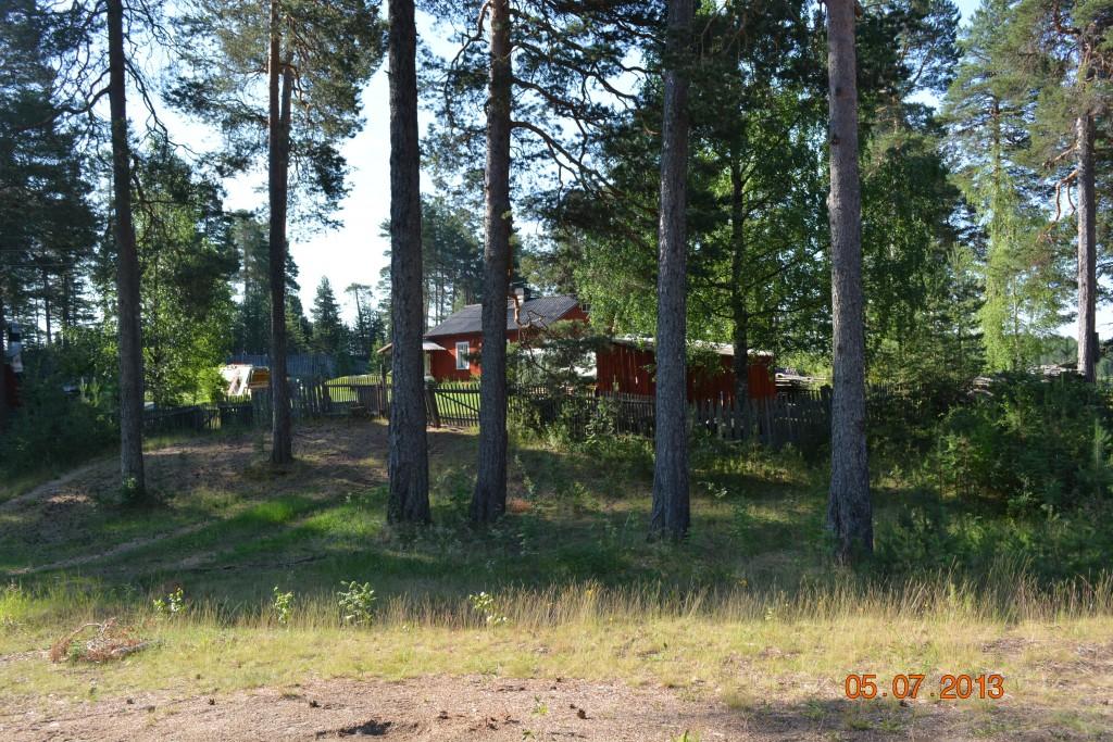 """Erkki Suden isän """"Ahman"""" komentopaikka Tiiksassa, kuvattu 5.7.2013. Kuva Reijo Pulkkinen."""
