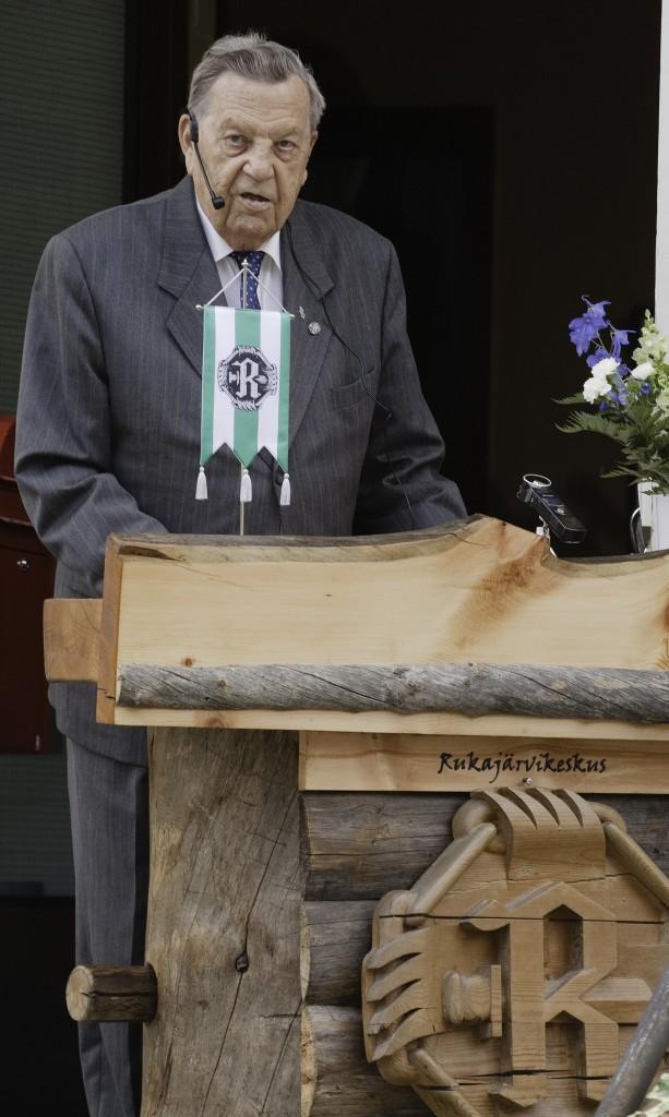 Kenraaliluutnantti Ermei Kanninen lausui Rukajärvikeskuksen avaussanat. Kuva Ari Komulainen.