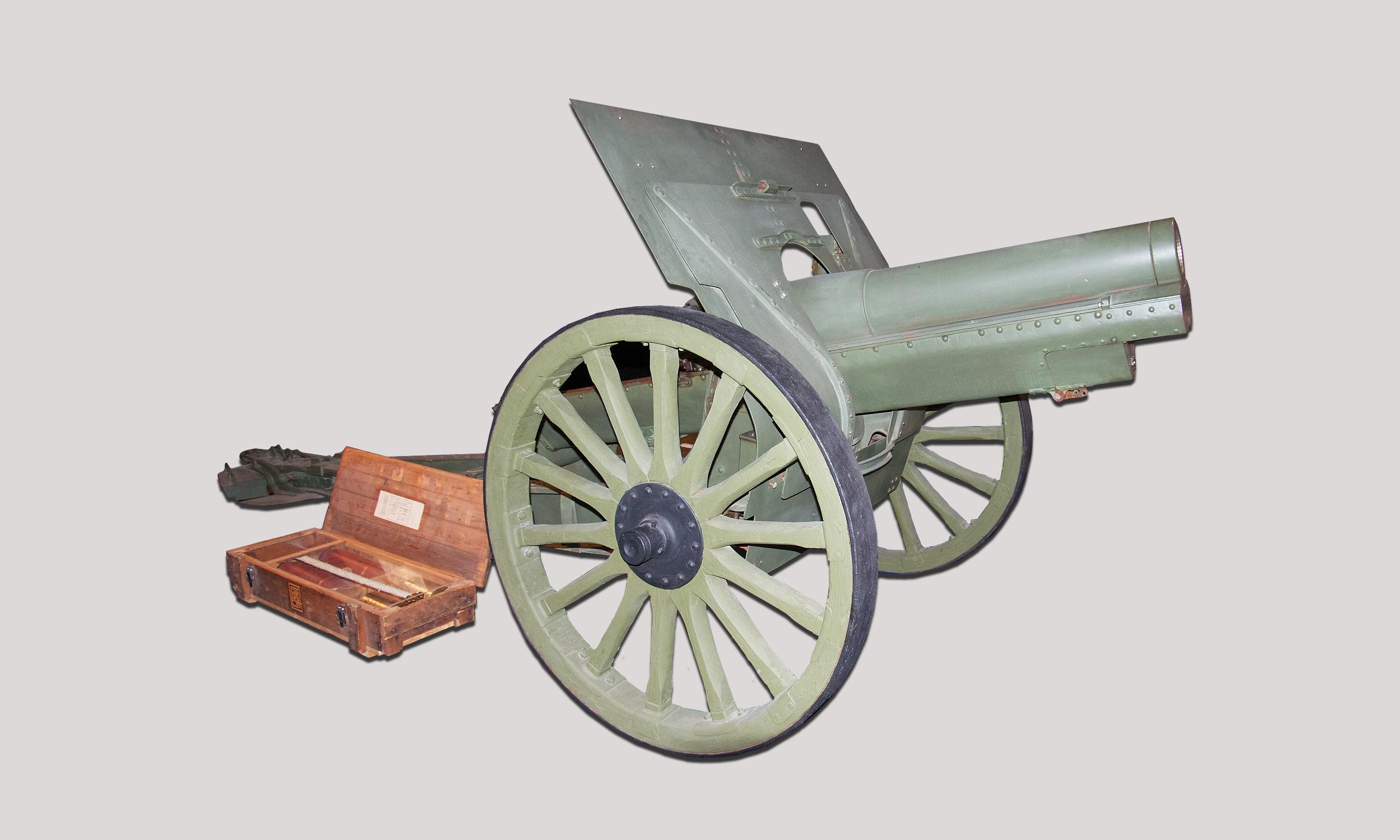 122 mm:n Neuvostoliittolainen modernisoitu haupitsi oli KTR 18:lla käytössä.