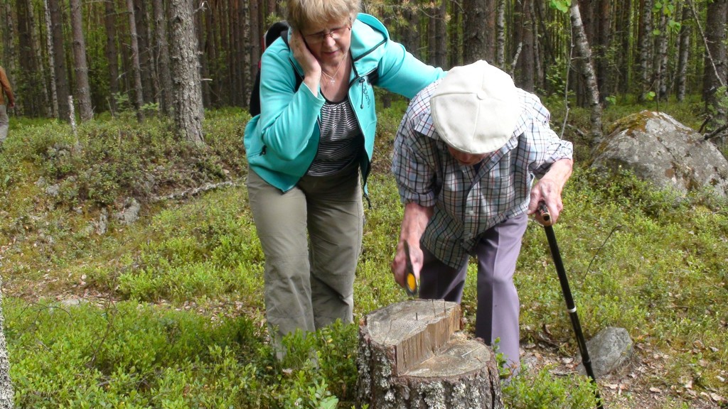 Viimeisen naulan Veikko löi Arkun tukikohdan kantoon  Sirkka tyttären avustamana kesäkuun alussa 2013.