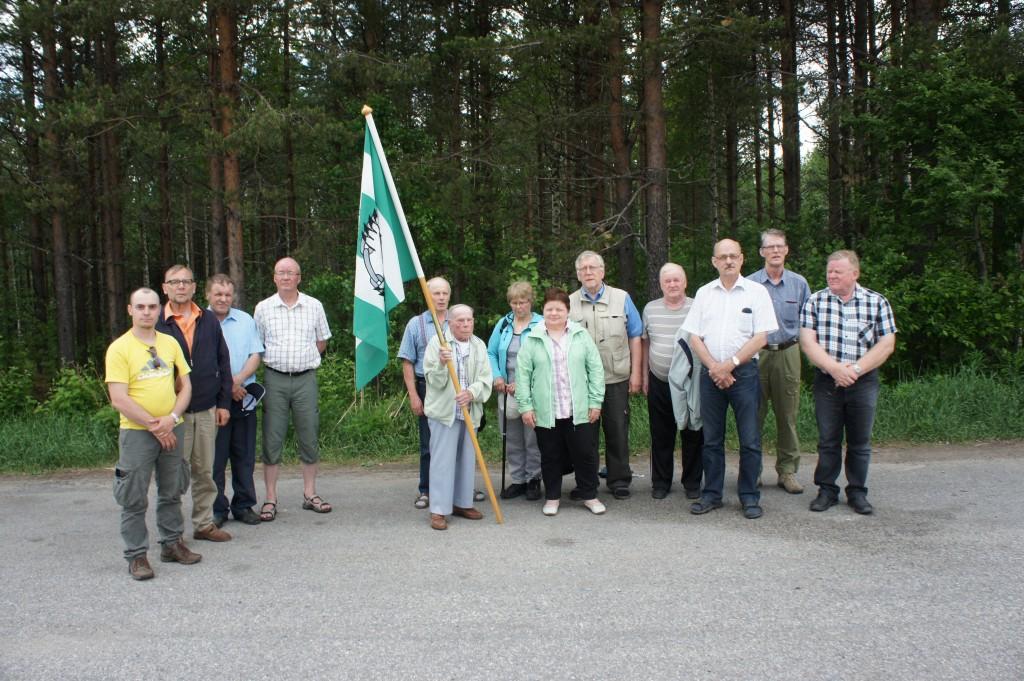 Veikko oli Rukajärven perinnetyön lipunkantaja. Tässä hän on tulossa Rukajärveltä.