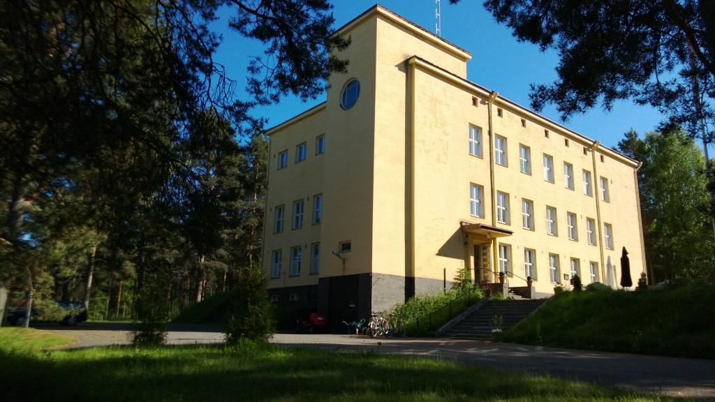 Rukajärvikeskus toimii Lieksassa perinteikkäässä Timitran linnassa. Tässä rakennuksessa sijaitsi Rajavartiokoulu 1935 - 1956 sekä Lieksan Rajakomppanian ja rajavartioalueen komento- ja johtopaikka 1935 - 2004.