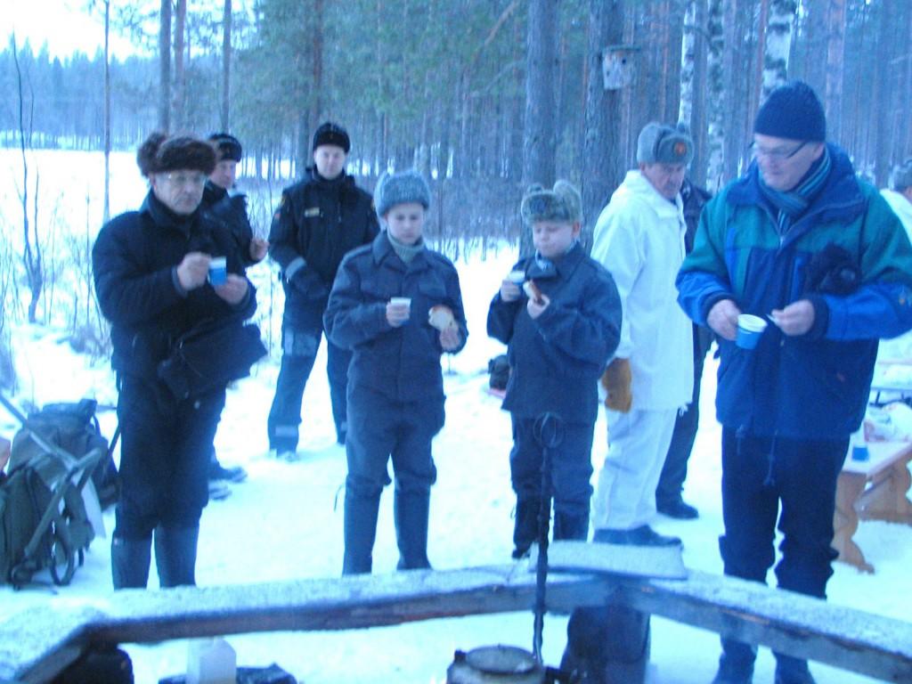 Talvisodan alkamisen muistohetki Lieksassa Kivivaaran suunnalla Louhikkomäen muistomerkillä 30.11.2013. Kuva Tarmo Makkonen.