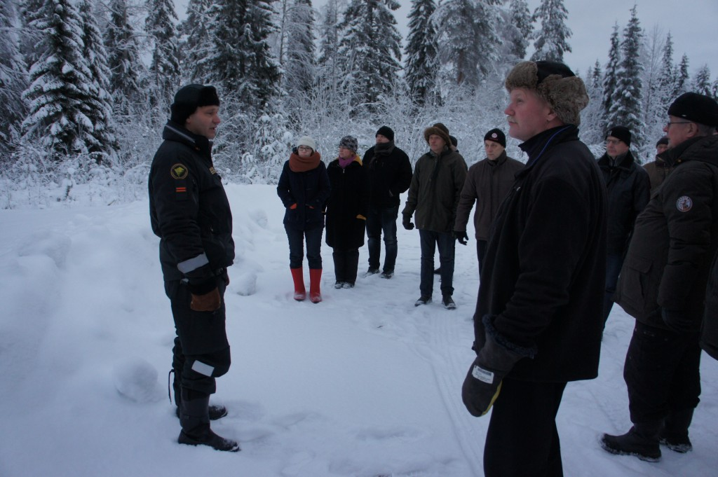 Rukajärven tie päättyy Kivivaaraan, jossa Rajavartiolaitoksen edustaja, vanhempi rajavartija Jorma Suhonen esitteli Rajan toimintaa, pitäen erittäin mielenkiintoisen esitelmän.