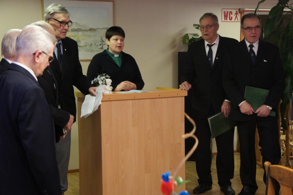 Kauhavan Alahärmän kappeliseurakunnan diakoni Erja Hautajoki toi seurakunnan onnittelutervehdyksen.