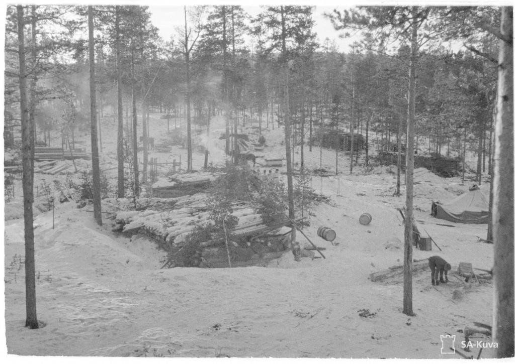 Kenttävartio Arinan majoitus aluetta Nuokkijärven rannalla Ilmavalvontatornista kuvattuna 20.1.1944. SA-kuva.