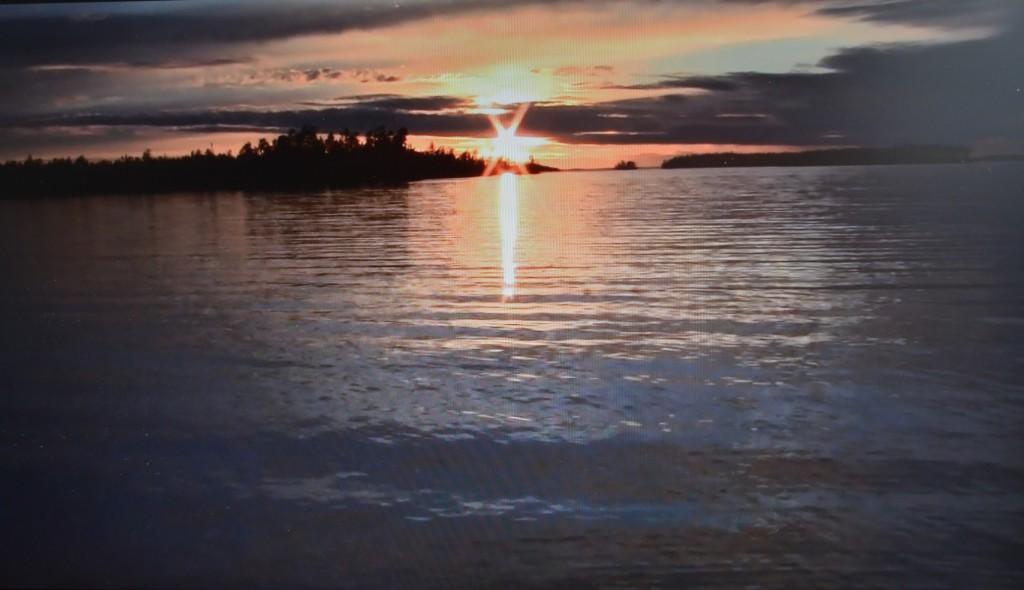 Auringonlasku Arinan rannasta katsottuna. Kuva Reijo Pulkkinen