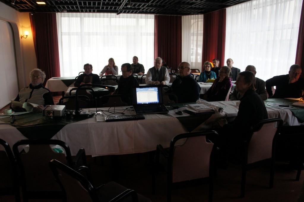 Opaskurssilla 15.2.2014 aiheena oli mm. partioretket, josta Ari Komulainen piti kiintoisan luennon. Osallistujia oli tällä kertaa 27, vaikka samaan aikaan Ylä-Savon urheilijat hiihtivät Sotšissa.