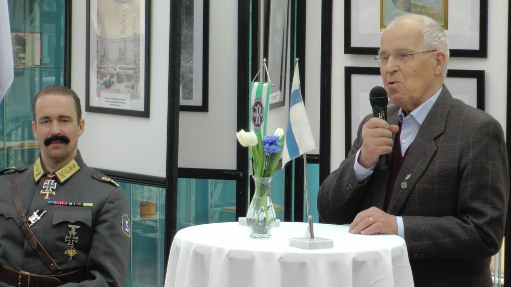 Olavi Tiittanen toimi Rukajärvellä 9./JR 10:ssä. Hän toimi ennen eläkkeelle siistymistään Juuan kunnanjohtajana.