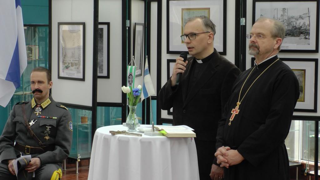 Iisalmen Rukajärvikeskuksen siunaamisen suorittivat Iisalmen kirkkoherra Janne Bovellan ja Isä Elias.