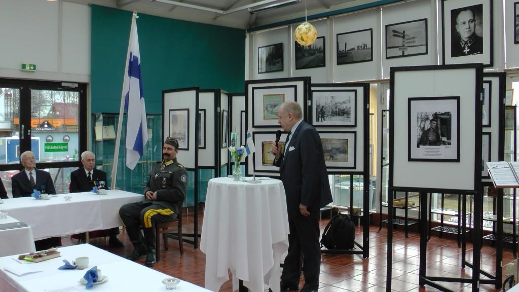 Kiuruveden kaupungin tervehdyksen esitti kaupunginvaltuuston varapuheenjohtaja Jouko Tenhunen.