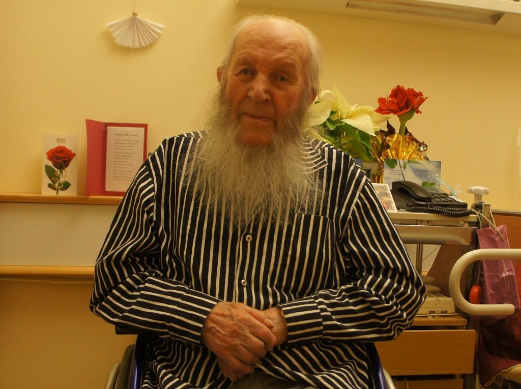 """Mikko Bergman, 101 vuotta """"Marskin veneentekijä"""", toivottaa yhdistyksemme nettisivujen välityksellä Hyvää Joulua ja Onnellista Uutta Vuotta - """"Tavataan yhteisissä juhlissa"""", kuten hänen on tapana aina lausua. Mikko Bergmanin v. 2011 tehty videohaastattelu on nähtävissä Rukajärvi-keskuksissa kokonaisuudessaan."""
