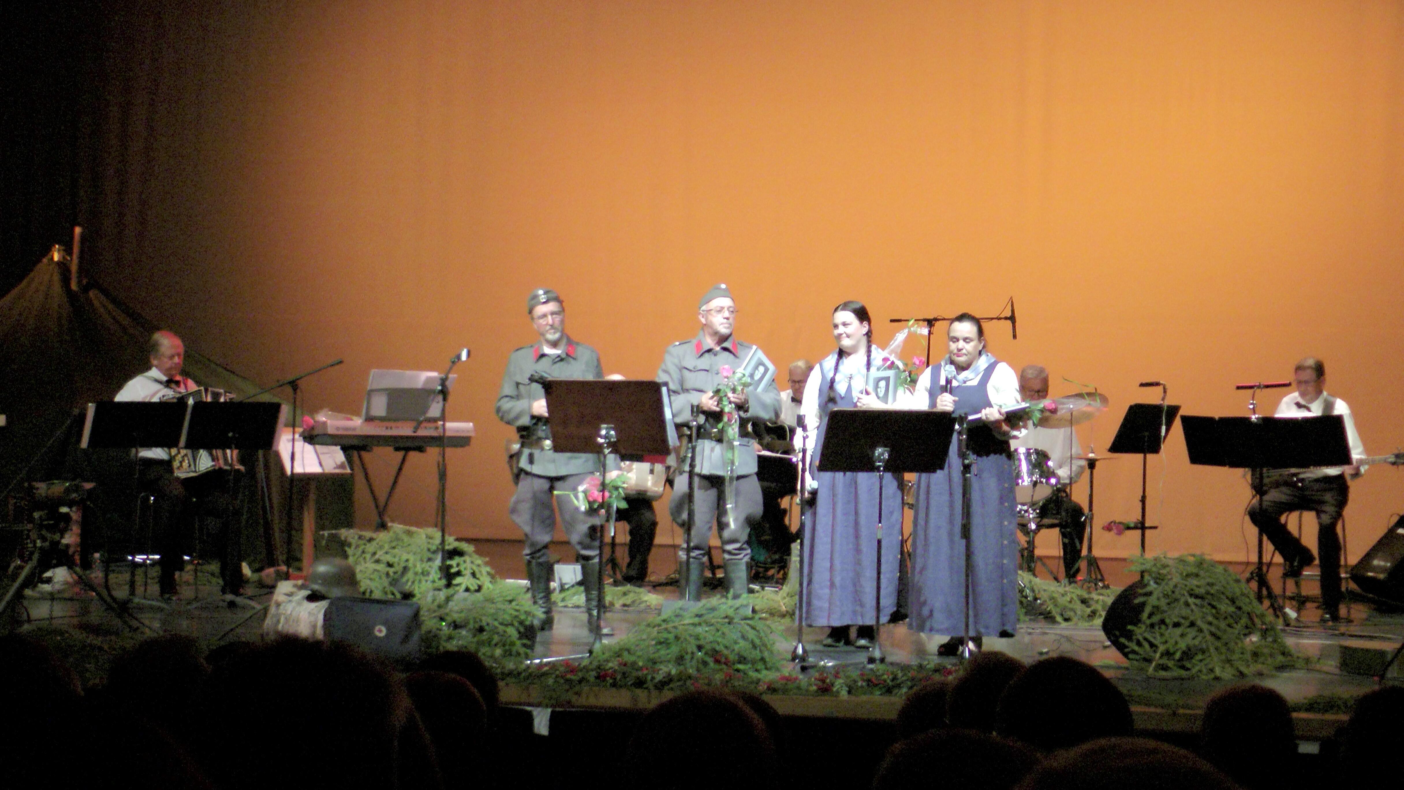 VETMUT-orkesteri Iisalmen kulttuurikeskuksen Kannakselta Rukajärvelle konsertissa 27.9.2014. Kuva Antero Huttunen.