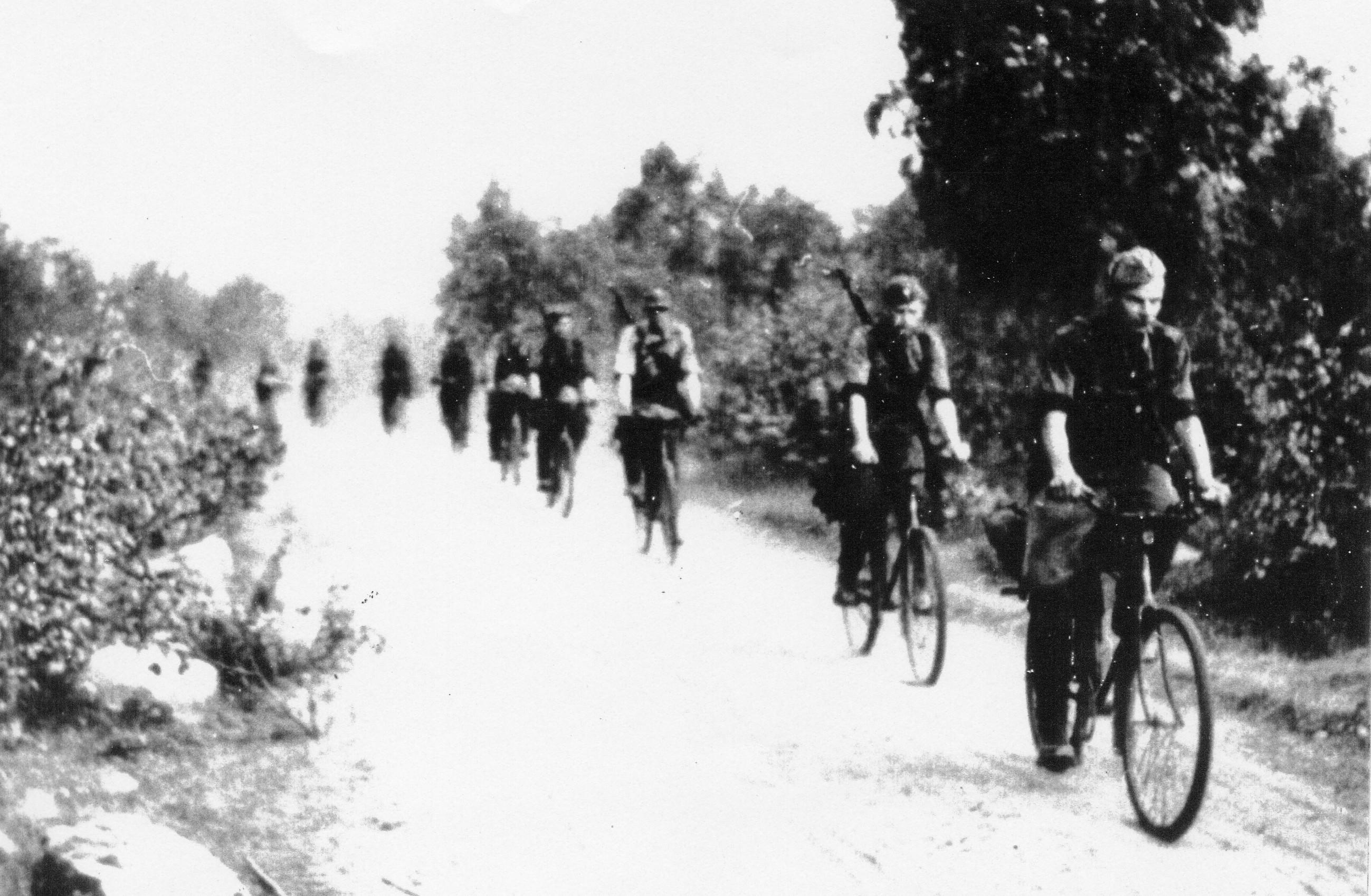 Perttuli ja Varis Lieksajärven kierroksella heinäkuun alussa 1941. Perttuli kärjessä.