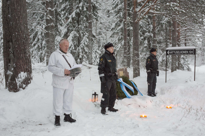 Muistomerkin paljastuspuheen piti rajakapteeni Tauno Oksanen. Muistomerkillä puhui myös Lieksan kaupunginvaltuuston puheenjohtaja Ari Marjeta sekä lieksalainen Juhani Ryynänen. Kuva Ari Komulainen.